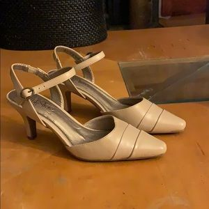Life Stride Soft System strappy heels shoes 7.5M